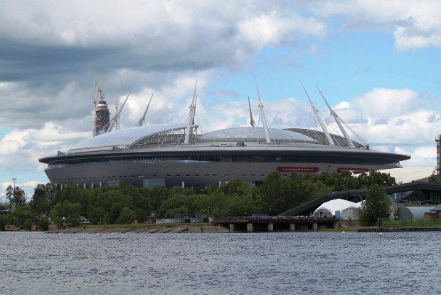 Многострадальный газон настадионе «Санкт-Петербург» поменяют