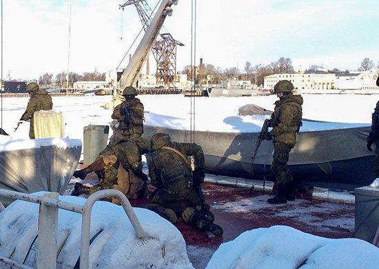 Морпехи «освободили» судно отпиратов вПетербурге